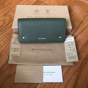 💯 % authentic Burberry wallet